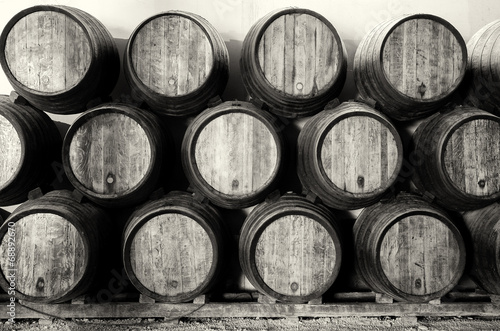 Fotografia  Whisky or wine barrels in black and white