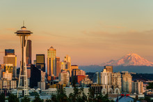 Sunset Over Seattle And Mount ...