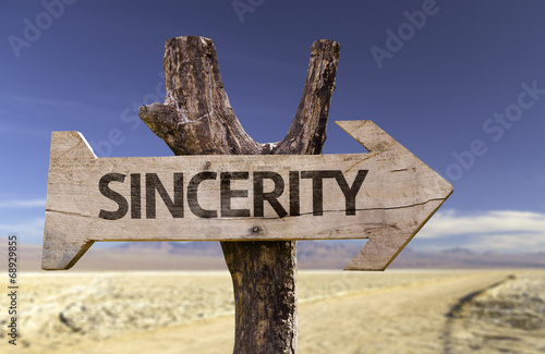 Fotografia  Sincerity wooden sign with a desert background