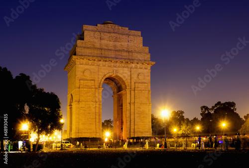 Stickers pour porte Delhi India Gate war memorial at night in New Delhi, India