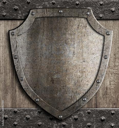 Papel de parede medieval shield on wooden gate
