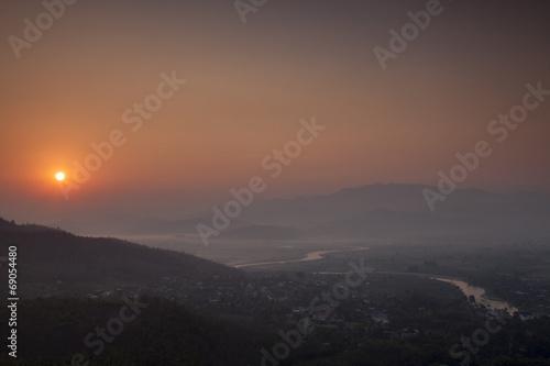 Foto op Canvas Olijf Landschaft von Thaton bei Sonnenaufgang