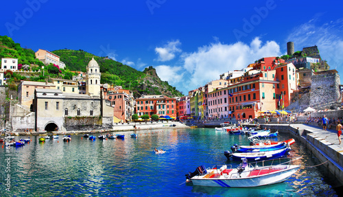 Canvas Prints Dark blue pictorial italian villages - Vernazza, Cinque terre
