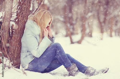 Fényképezés sad girl frozen, winter, cold, stress, park