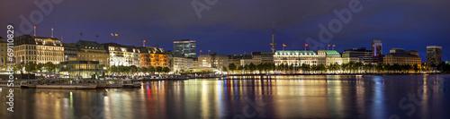 Fotografía  Evening panorama of Hamburg from Alster lake