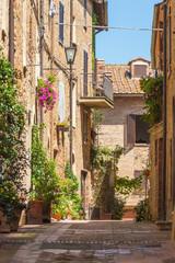 Fototapeta słoneczna uliczka w Toskanii