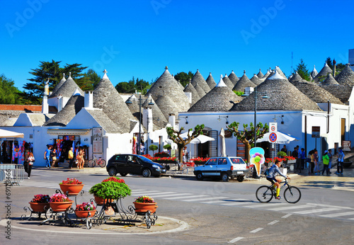 Photo Alberobello village-unique trulli houses, Puglia, Italy