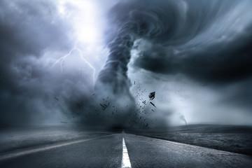 Niszczące Potężne Tornado