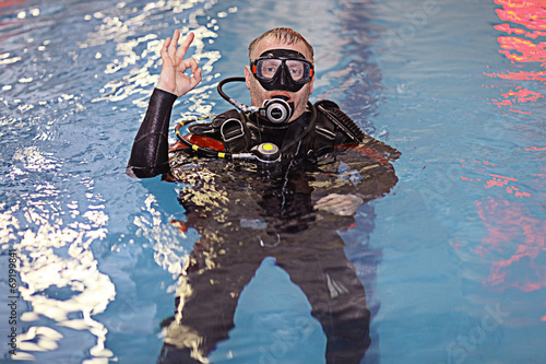 Spoed Foto op Canvas Duiken coach diving in the water, training, command