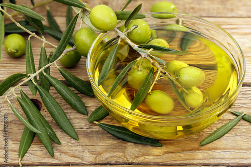 Tuinposter Olijfboom olive oil and olives