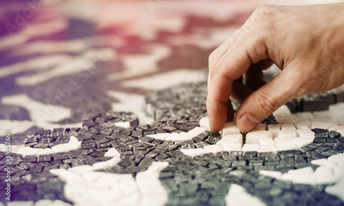 Fotografia Man making mosaic