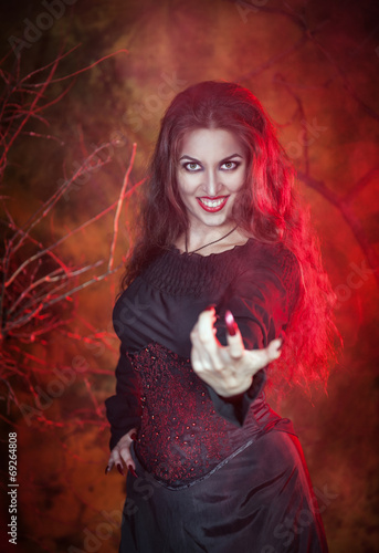 Photo  Beautiful woman in halloween style beckoning finger