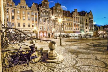 Panel Szklany Podświetlane Latarnie Wrocław Stare Miasto wieczorem.