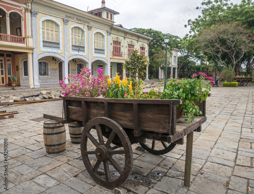 Deurstickers Havana Vintage wheel barrel full of flowers