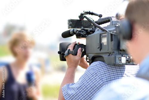 Fényképezés  Kamerateam vor Ort // News team on site for TV show
