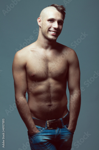 Shaved male head model Best Electric