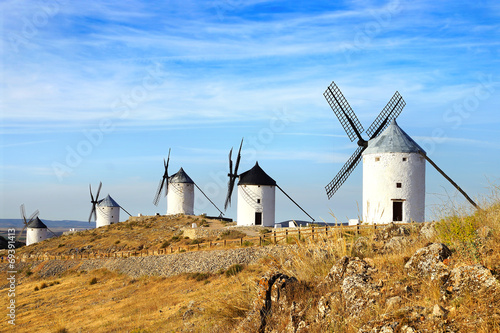 In de dag Molens Windmills in Consuegra.