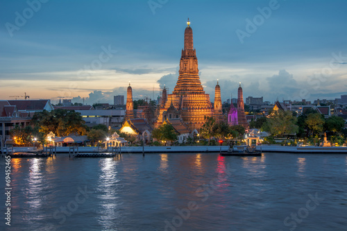 Poster Bangkok Wat Arun Temple in sunset in Bangkok Thailand 3