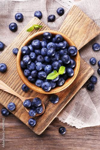 Fényképezés Wooden bowl of blueberries