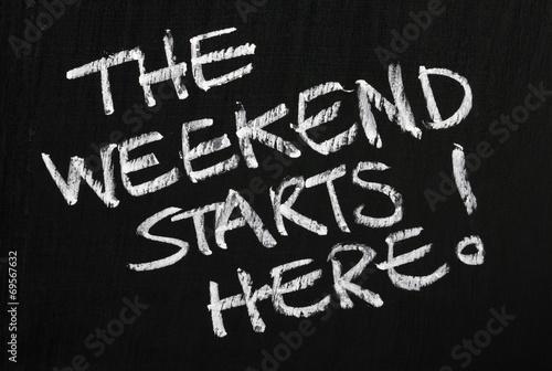 Obraz The weekend starts here! on a blackboard - fototapety do salonu