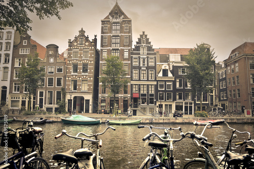 Photo  grey day in amsterdam city