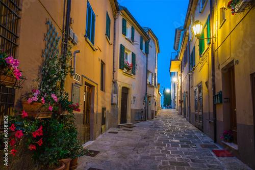 Fototapeten Schmale Gasse Evening streets of San Marino