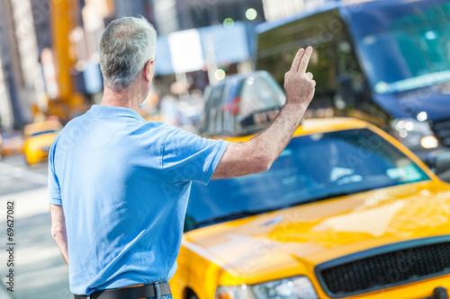 Valokuvatapetti Senior Man Calling a Cab in New York