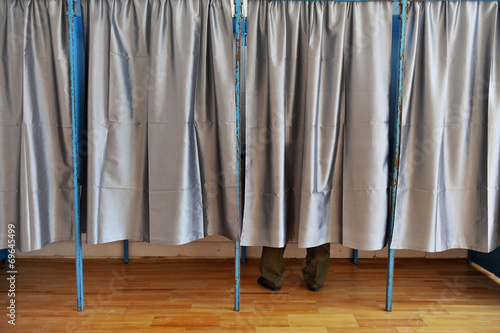 Valokuva  Man inside a voting booth