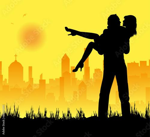 Canvas Prints Military fidanzati che si abbracciano e città sullo sfondo