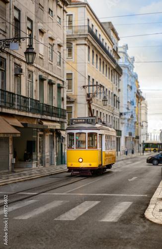 zolty-tramwaj-w-lizbonie