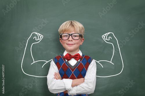 Fotografía  Kind mit Muskeln