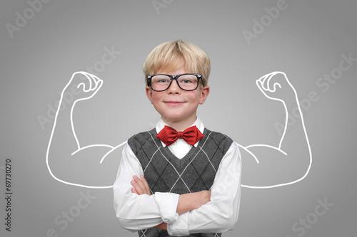 Fotografie, Obraz  Kind mit Muskeln / Stärke Selbsbewusstsein