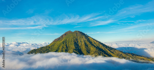 Fotobehang Indonesië Mountain above the clouds from the rim of the Kawah Ijen volcano