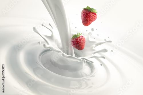 Foto op Plexiglas Milkshake Erdbeeren mit Milchsplash
