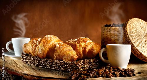 Espresso caldo con cornetti - 69758474