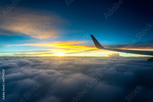 Türaufkleber Flugzeug sky and the sea of clouds.
