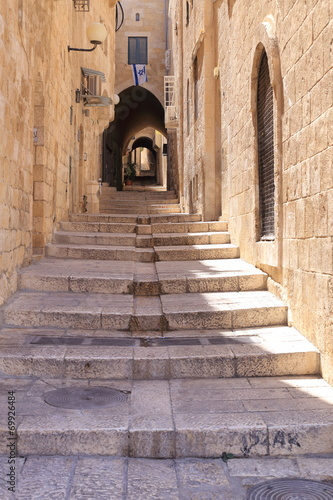 Narrow street in Jewish Quarter Jerusalem - 69926484