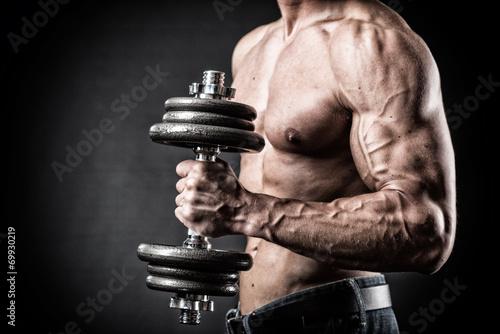 Fotografering  Muskulöser Oberarm mit Hantel