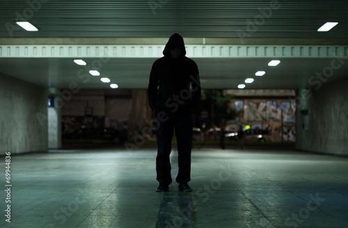 Valokuva  Dangerous man walking at night