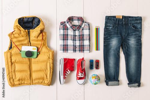 Photo  Overhead of essentials modern boy.