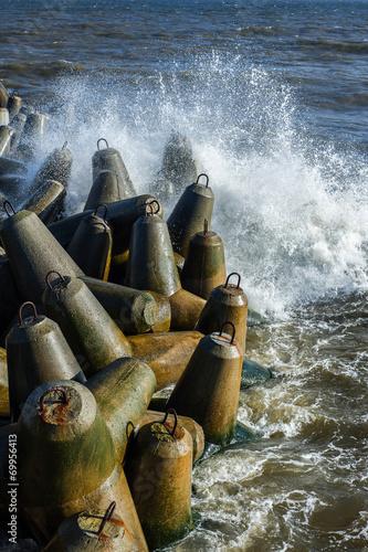 Fotobehang - Morze, betonowy łamacz fal,  falochron