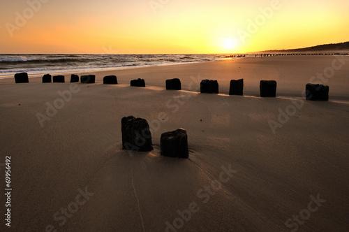 Fotomurales - Morze, piękna plaża o wschodzie słońca