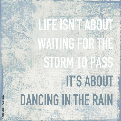 Fotografía motivational poster quote life is about dancing in the rain