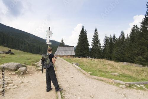 Valokuva Mężczyzna na rozwidleniu szlaków, Rusinowa Polana, Tatry