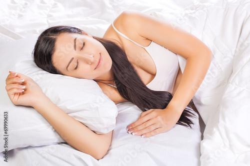 Fototapeta pretty young woman is sleeping in bed obraz na płótnie