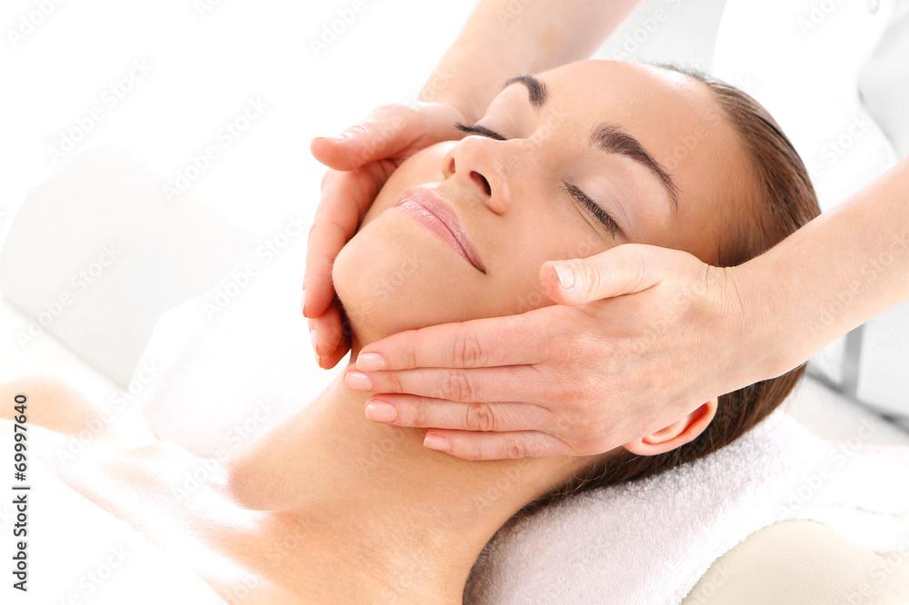 Fototapeta Zabieg kosmetyczny masaż twarzy