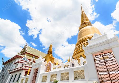 Photo  Golden pagoda in Bangkok, Thailand