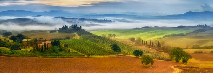 Fototapeta morning fog in Tuscany