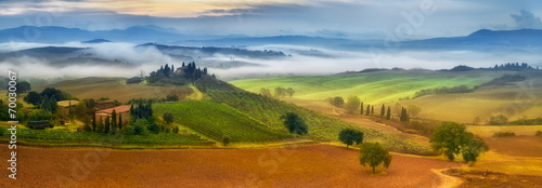 In de dag Toscane morning fog in Tuscany