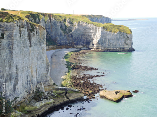 Poster Turquoise view of stone english channel shore on Etretat